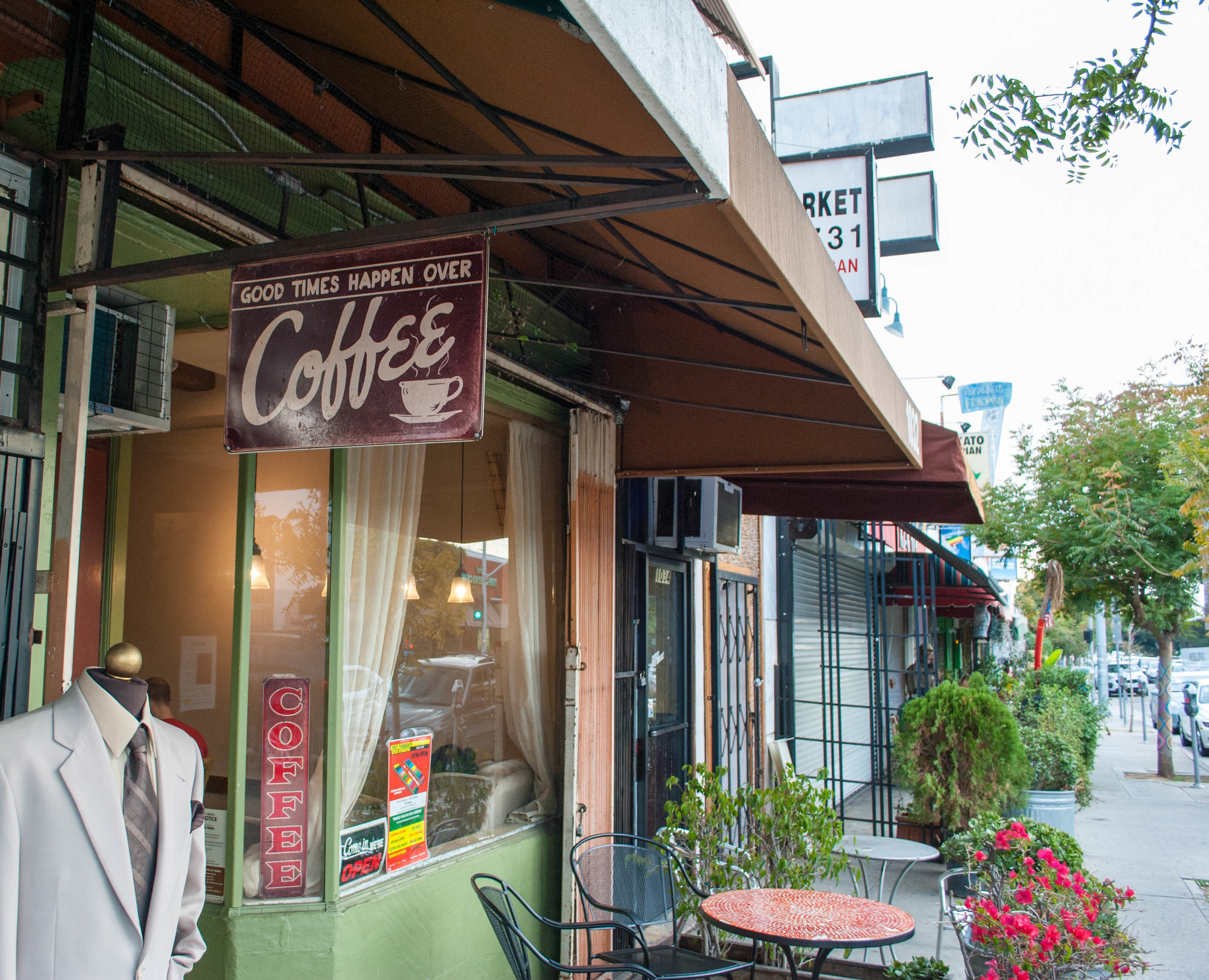 Outside Paradocs Coffee & Tea, Los Angeles, CA