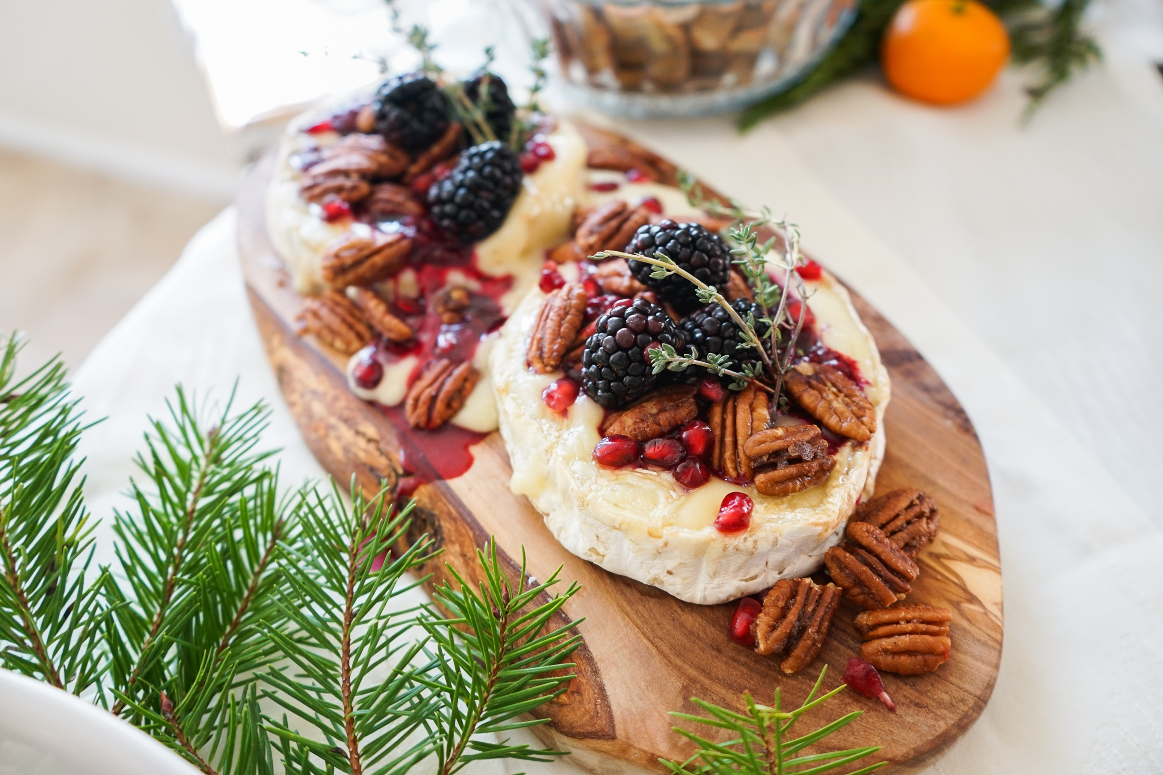 Baked brie with blackberry compote and spiced pecans
