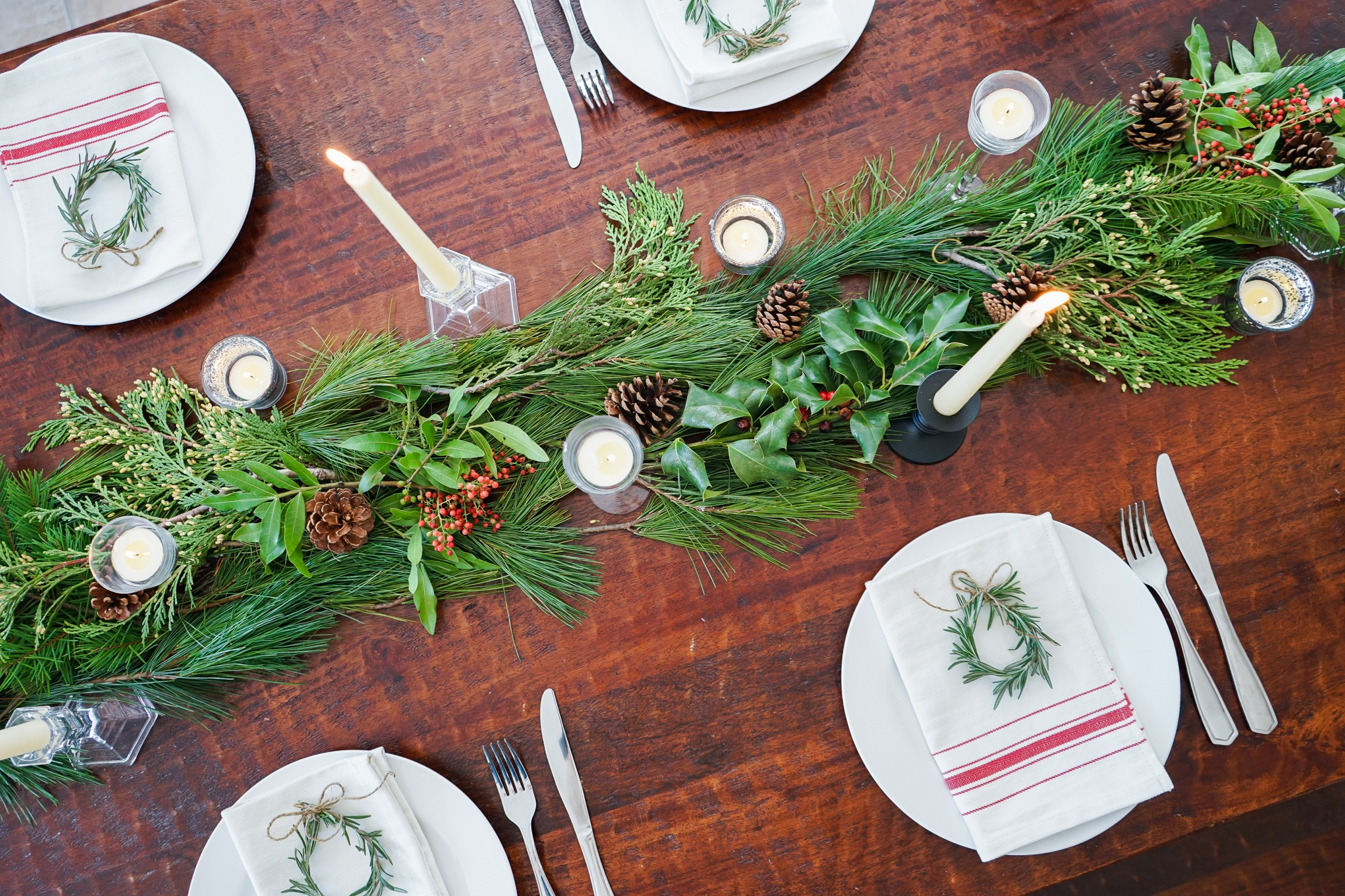 Festive holiday table setting for our Yuletide Brunch!