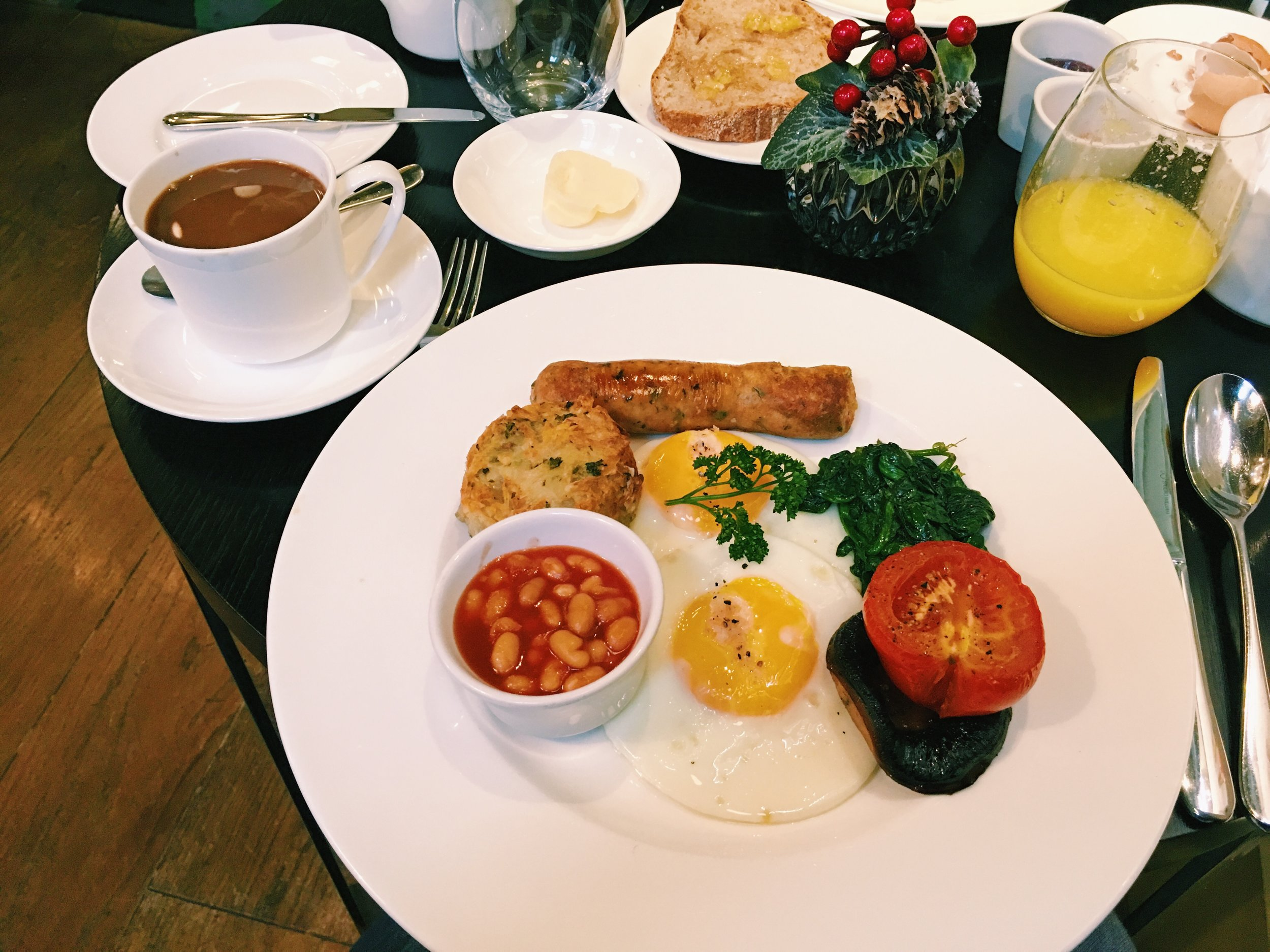 Vegetarian English Breakfast at Hunter 486 at The Arch, London