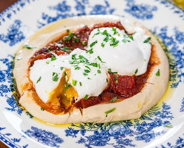 With all of L.A.'s incredible restaurant options, it's hard to justify going to the same place twice... unless that place is Jaffa, then it's an easy decision. 🤤⠀ 📍@jaffa.la | Los Angeles, CA (3rd St)⠀ 🍳 Hamshuka: Hummus, Spicy Shakshuka Sauce, Poached Egg, Pita⠀ 👍🏼 It's easy to see why we're repeat visitors to Jaffa - with its charming patio, delicious cocktails, and delicious Israeli-inspired brunch menu, it's hard to resist! ⠀ .⠀ .⠀ .⠀ .⠀ .⠀ .⠀ .⠀ #jaffala #jaffa #losangeles #lafoodie #brunch #hamshuka #israelifood #comfortfood #eggs #yolkporn #shakshuka #foodie #feedfeed #lamagfood #latimesfood #huffpostetaste #eaterla #eeeeeats #vegetarian #tastingtable #brunchographers #brunchographersla⠀