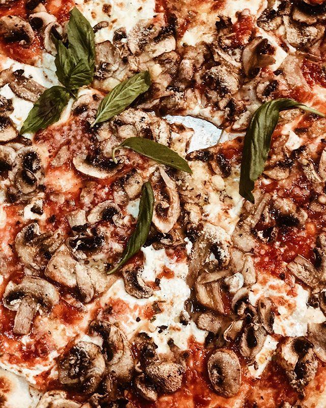Hello, best pizza🍕♥️ #angelospizza #newyorkpizza #manhattan