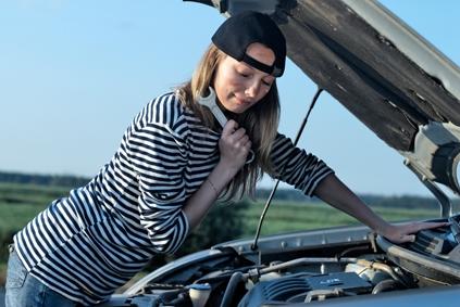 women_repairs_car.jpg