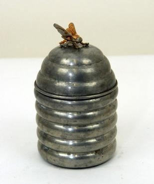 beehive honey metal vintage