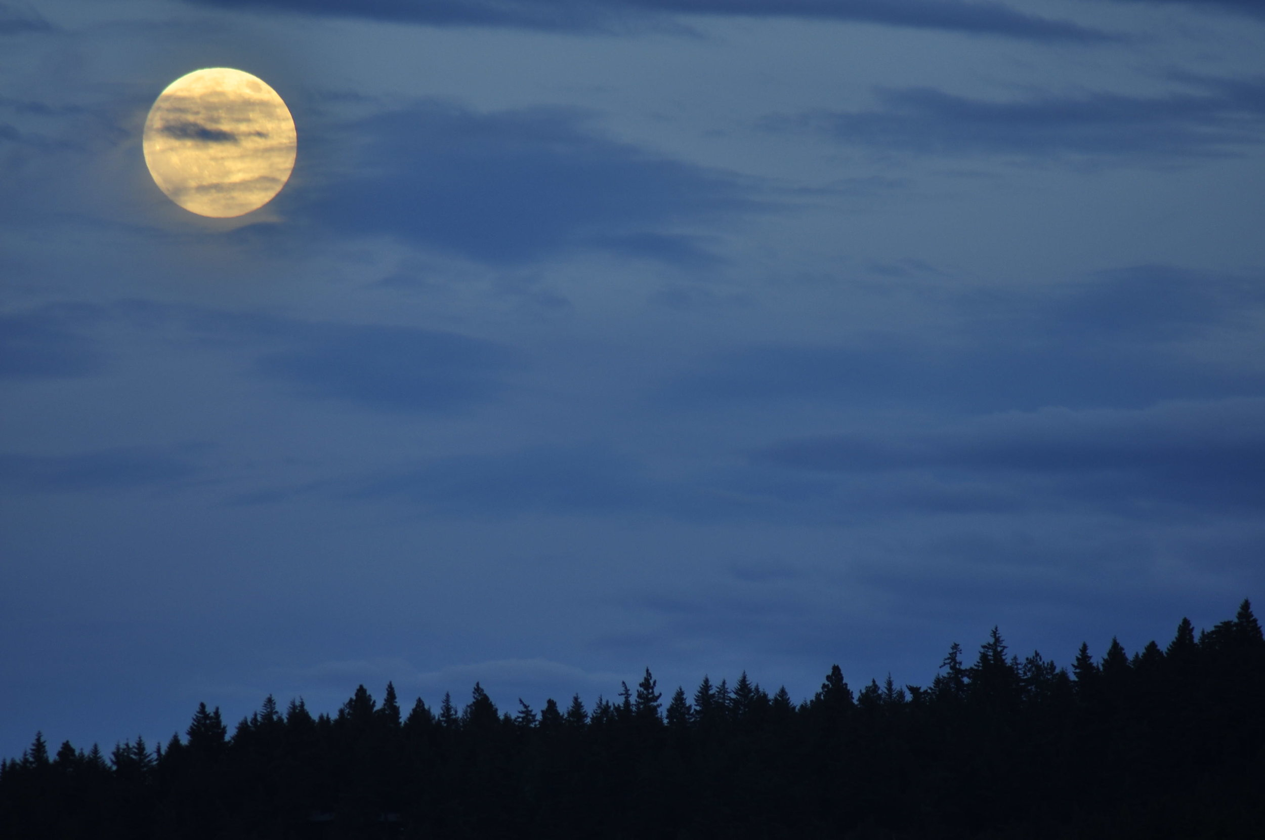 05 Super Moon and Mtns.JPG