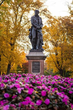 Statue-von+Humboldt+1.jpg