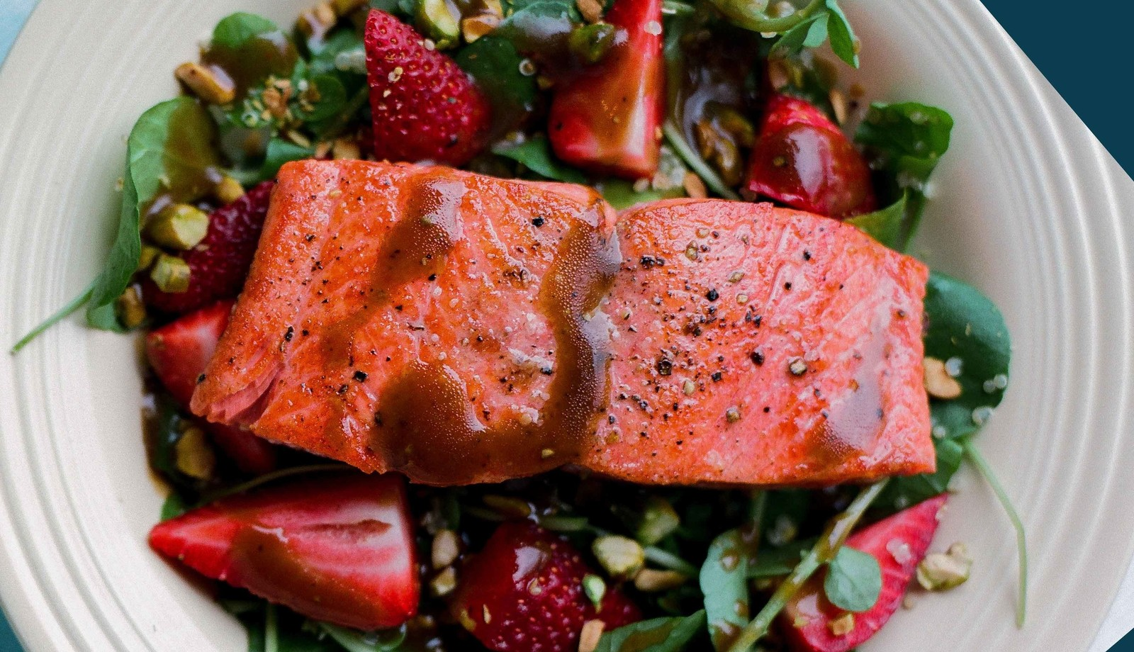 BALSAMIC SALAD WITH SALMON & STRAWBERRIES