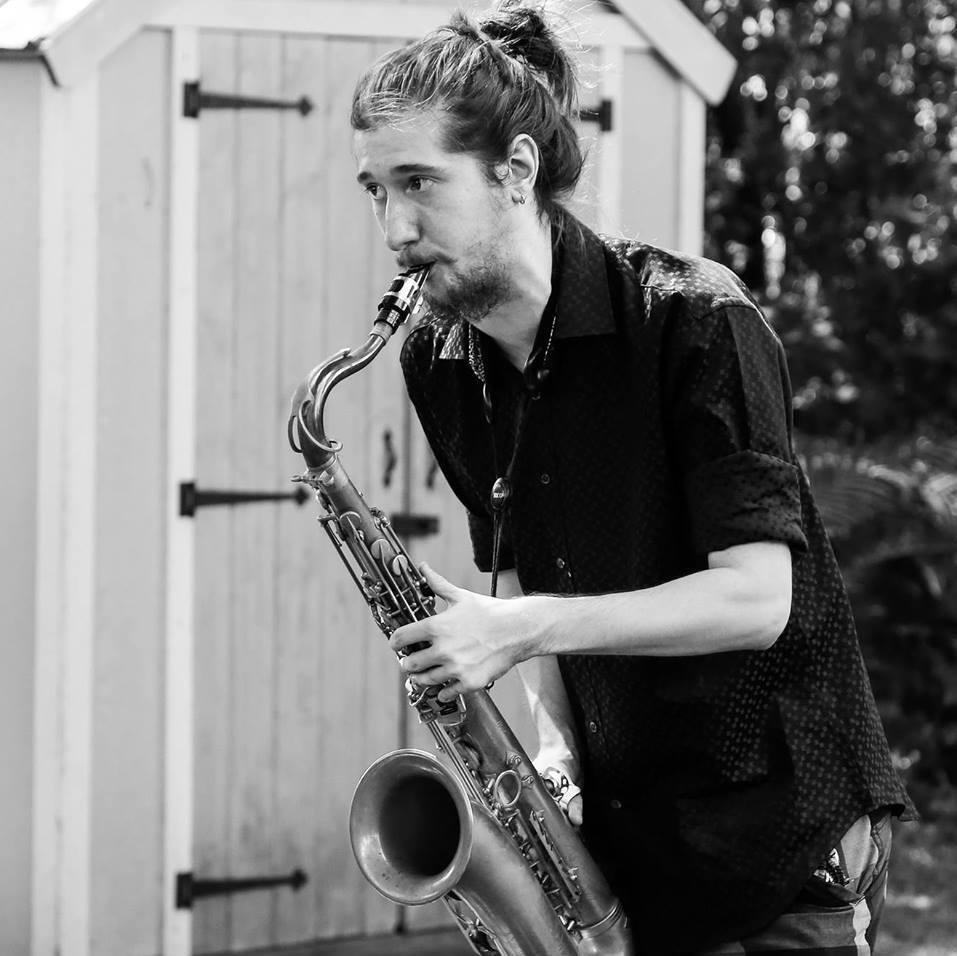 Damien Jade Cyr - Disciplines enseignées : Instruments à ventFormation : DEC en saxophone au cégep de Drummondville, Baccalauréat en interprétation jazz\saxophone à l'université de Montréal et Maitrise en musique à McGill.Enseigne depuis : 2011Cheminement musical : D'abord autodidacte, il apprend le piano, puis se tourne vers le saxophone à l'âge de quatorze ans. C'est à quinze ans qu'il fit ses débuts sur le marché professionnel de la musique, accompagné de ses enseignants. Il évolue rapidement dès qu'il commence ses études en musique au cégep de Drummondville. Ayant participé à de nombreux stages de musique et projets en tant que pigiste, Damien a eu l'occasion de performer et d'apprendre avec des sommités du jazz Québecois, notamment Frédéric Allarie, Christine Jensen, Rachel Therrien, Daniel Thouin, Michel Donato, François Bourassa, Maxime Saint-Pierre, pour ne nommer que ceux là. Damien a complété sa maîtrise en interprétation à la Schulich School of Music de McGill, avec trois bourses d'excellence à son actif, en 2018.