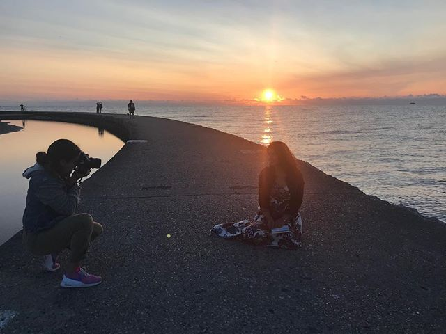 Nothing like a 5am shoot to start a day 📷✨🌞 Are you a sunrise or sunset 🌅 person? . Thanks to the lovely mua @danielle_dettore for capturing this shot.