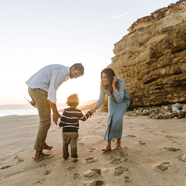 This is me and my boys, hi!👋🏻 I don't post photos of myself on my page because I spend most of my time behind the camera but thanks to a new friend @anaparkerphotography I have some photos of me and my little family. I am so grateful for these moments and happy to be able to show myself and my two favorite people in our favorite place - the beach 🌴🌊