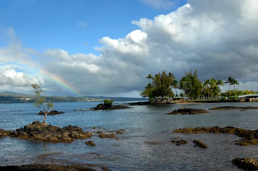 15024607_s-hilo-bay-rainbow.jpg