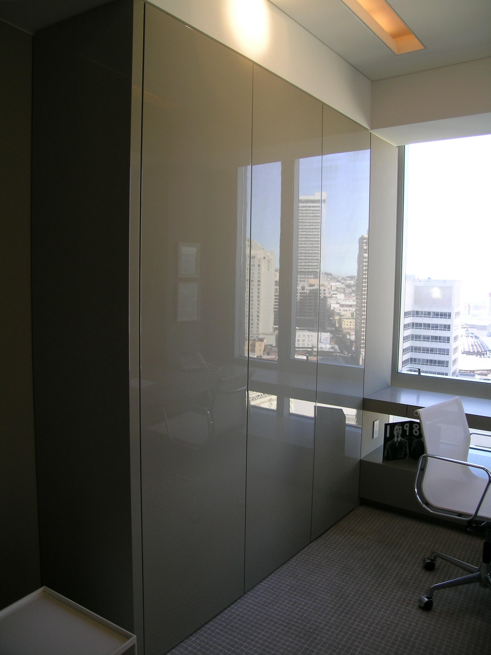 High Gloss Office