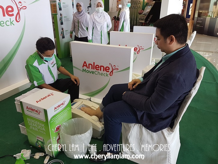 Mr. Paulo, the marketing manager to Fonterra Brands Malaysia doing his bone health analysis.