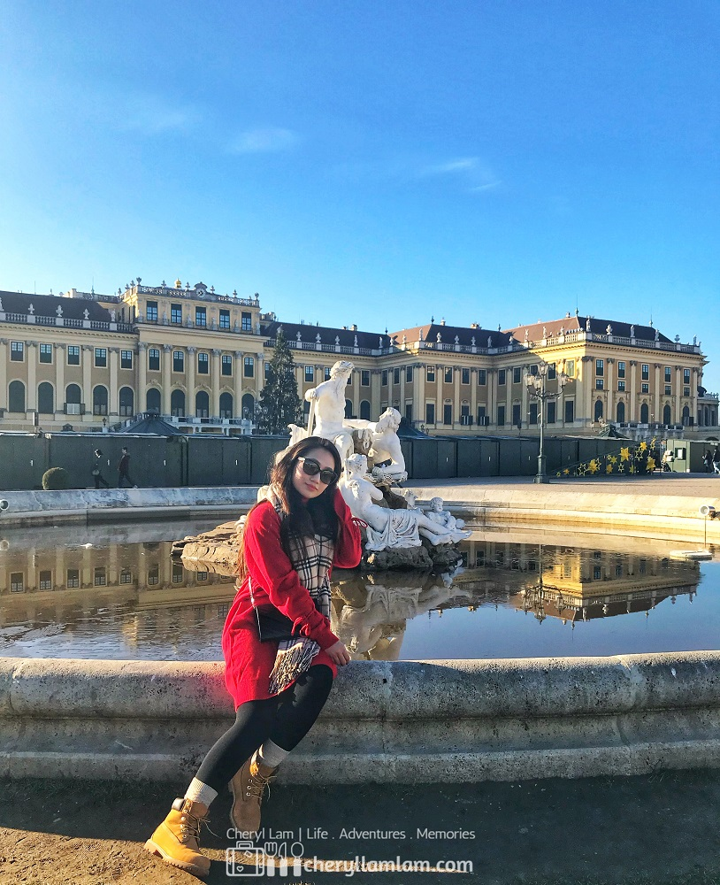 Just one more with this charming palace with this beautiful weather before heading in for the palace tour!