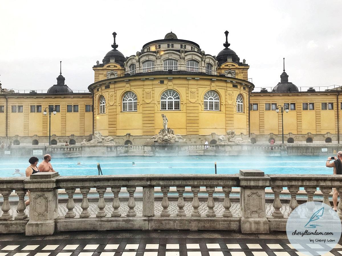 szechernyi thermal bath budapest
