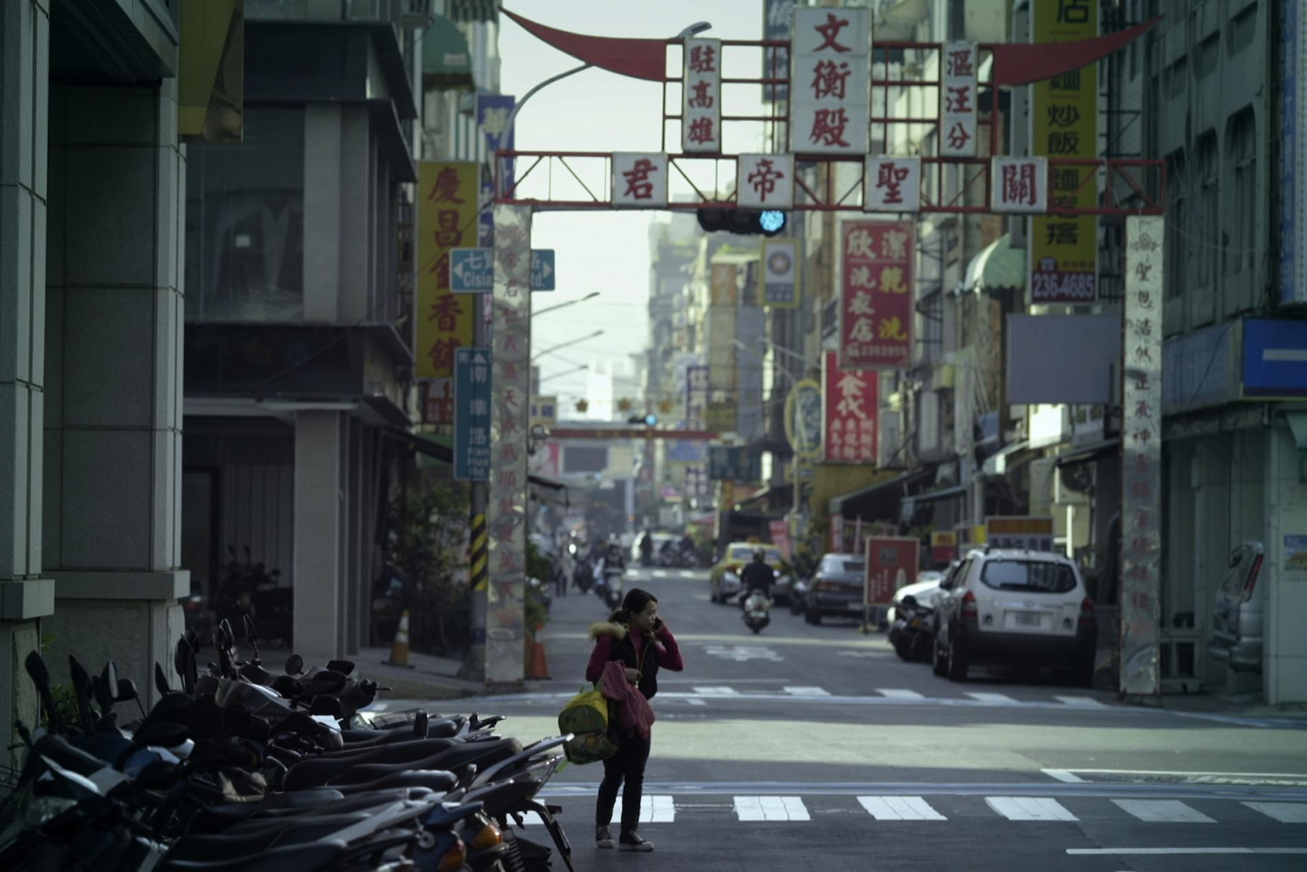 Lau Kek Huat / Malaysia / 2015 / Tagalog/Mandarin / 26min   Nia travels far from her home, Philippine, to Taiwan to work as a family maid. Nia likes to keep herself in her private room, where a door separates between her and her employers. This brings displeasure to her female employer and conflicts arise between them. This is a story about a day of Nia's life, which could also resonates for all who are far away from home.   Director:   Lau Kek Huat was born and brought up in Malaysia, but then worked as primary school teacher for 4 years in Singapore. In 2006, he enrolled in film studies at the National Taiwan University. He has twice won the Best Short Film Award at the Taiwan Golden Harvest Festival, and the Best Director Award in 2009. His latest film Nia's door won Best Short Film Award, Sonje Award in Busan International film festival l, selected for 38th Clermont Ferrand International Short Film Festival. His written first feature film A Love of Boluomi,depicting his own family story, also won him the Tokyo Talent Award 2015, Best Script Award in 2013 Taiwan. The same Year, Lau participated the Golden Horse Academy, led by director Hou Hsiao-hsien. He is the founder of Hummingbird Production and is currently developing his first feature.