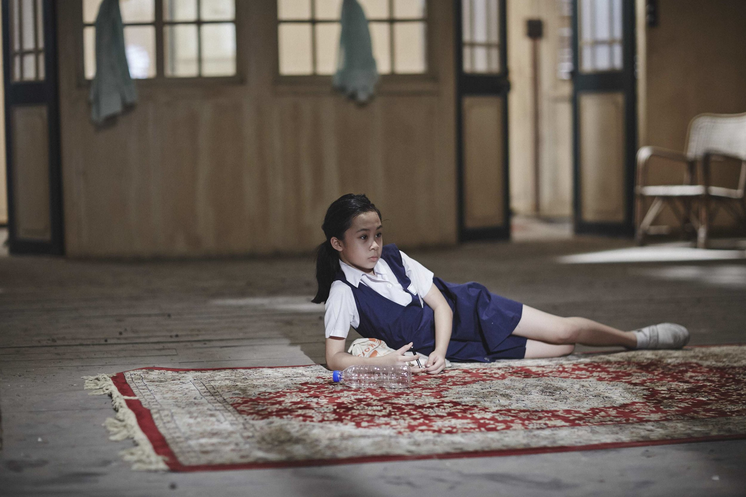 Charlotte Lim / Malaysia / 2016 / Mandarin / 30min   A schoolgirl, meticulously observed by a patient camera in a small, yet sensitive story. Perhaps a lesson in life, for it isn't as innocent as it seems.   Director: Charlotte Lim has assisted in direction and production for Malaysian new wave pioneers like James Lee and Ho Yuhang in films like /Things We Do when We Fall in Love/ /Petaling Street Warriors/ (James Lee); /Sanctuary/ /Rain Dogs/ /At The End of Daybreak/ (Ho Yuhang). Recently she had just finished the shooting on Ho Yuhang's action-violent movie /Mrs.K/.