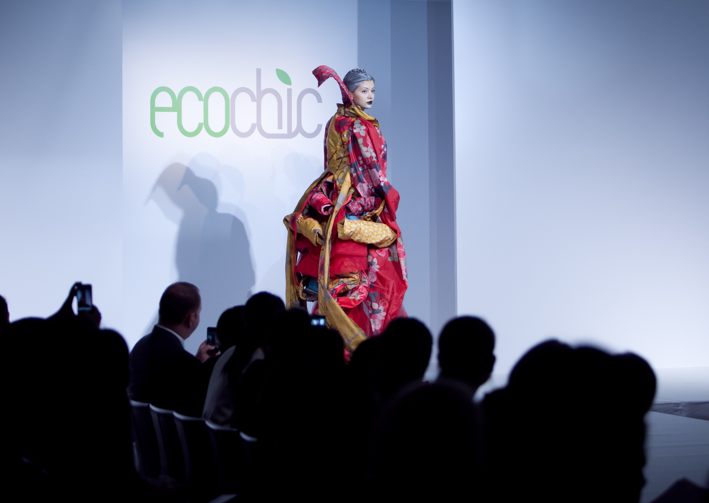 eco-couture-gown-made-from-envirosax-by-amit-ayalon-copy.jpg