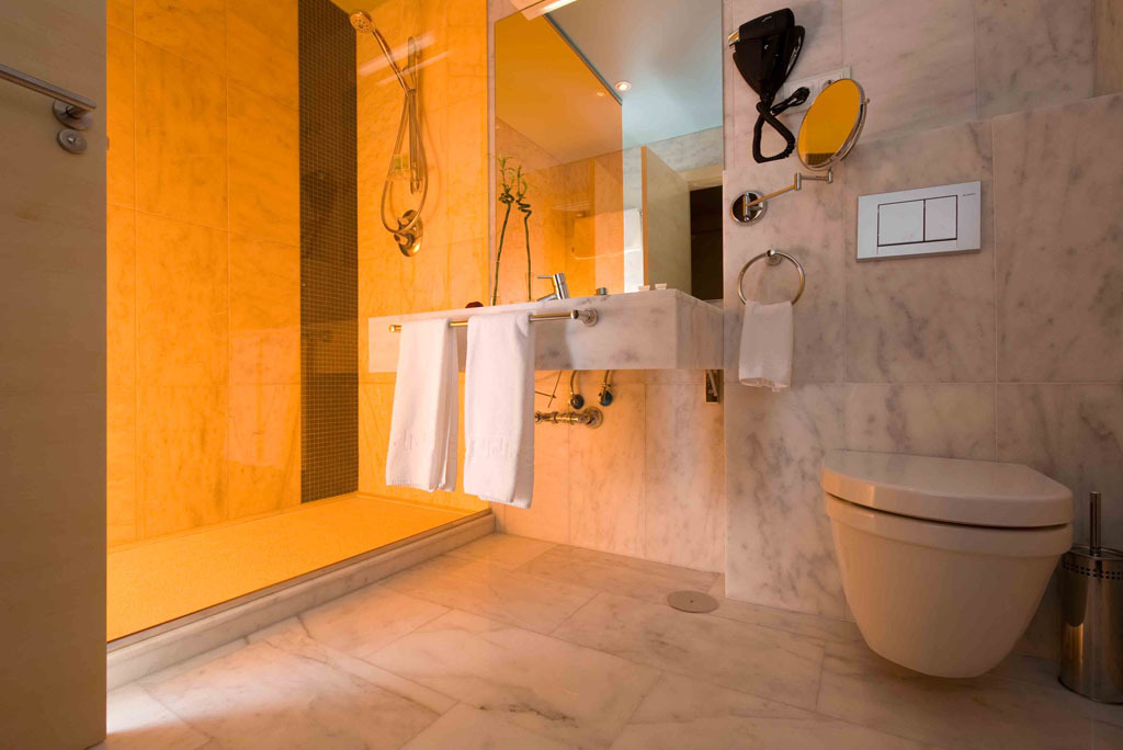 Cuarto baño habitación doble