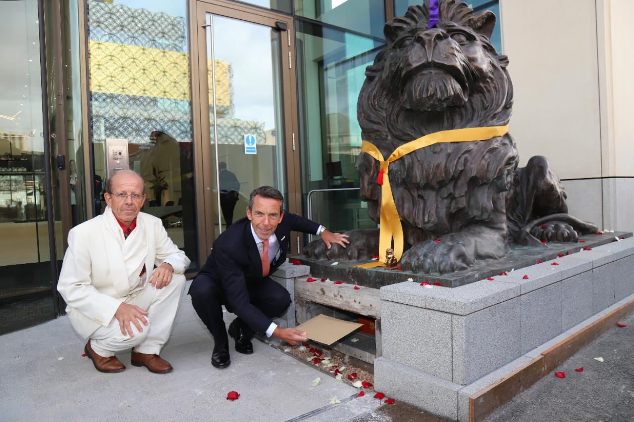 Caption: HSBC UK's chief executive Ian Stuart with Feng Shui architect Jacques Rosset