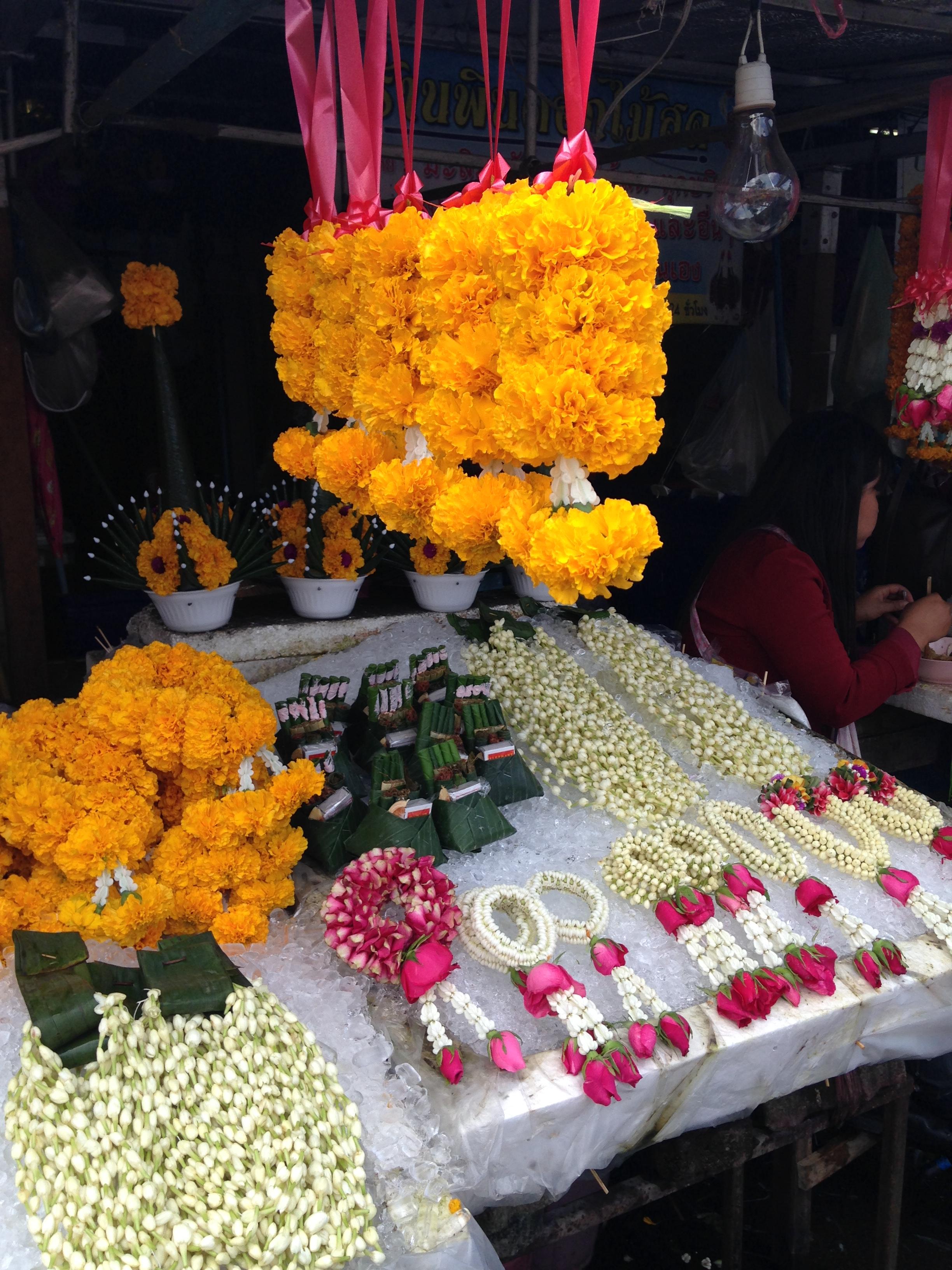 the flower market in Warorot