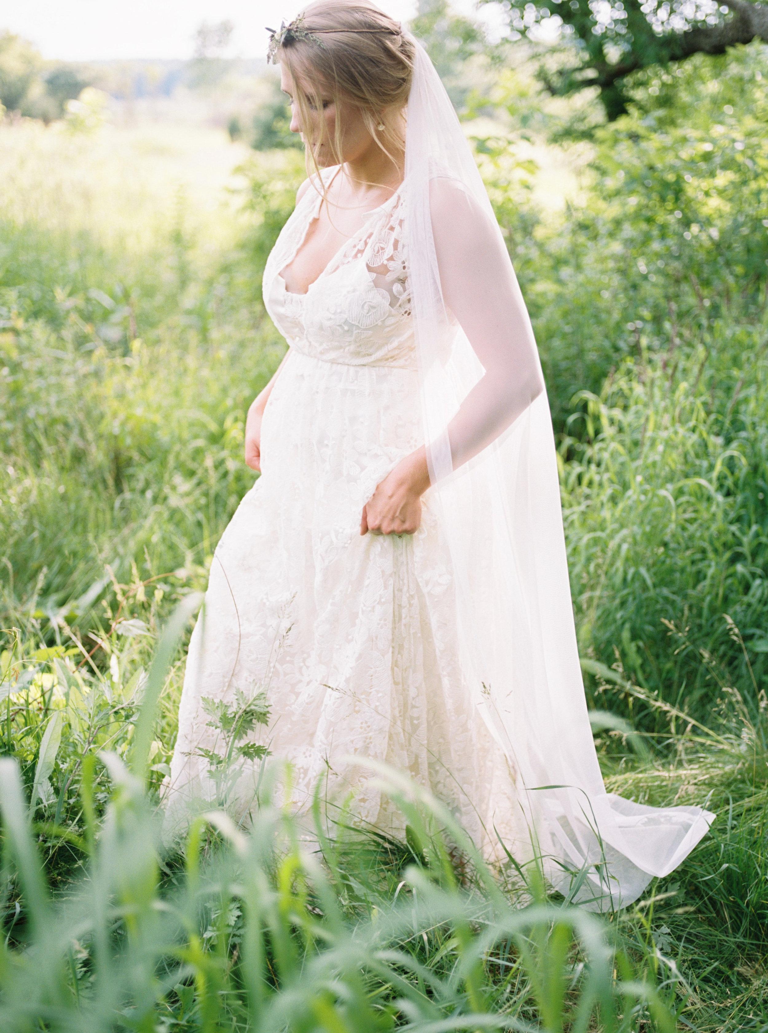 greenhouse-wedding-inspiration-by-laurelyn-savannah-photography-35.jpg