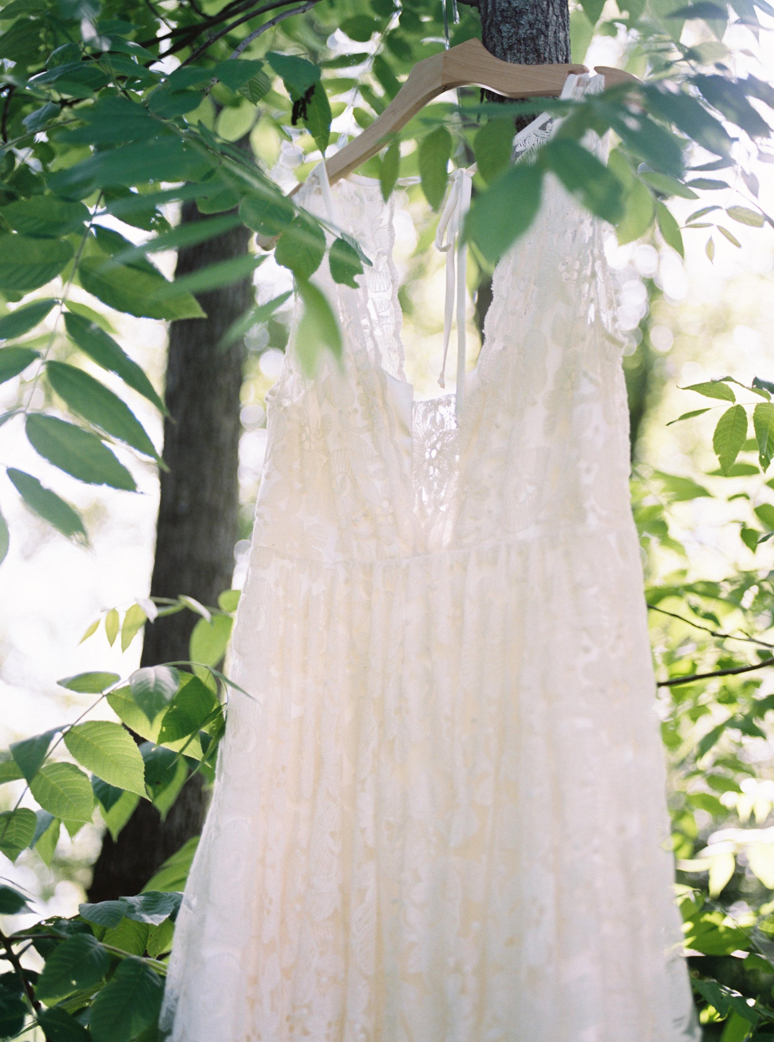greenhouse-wedding-inspiration-by-laurelyn-savannah-photography-78.jpg