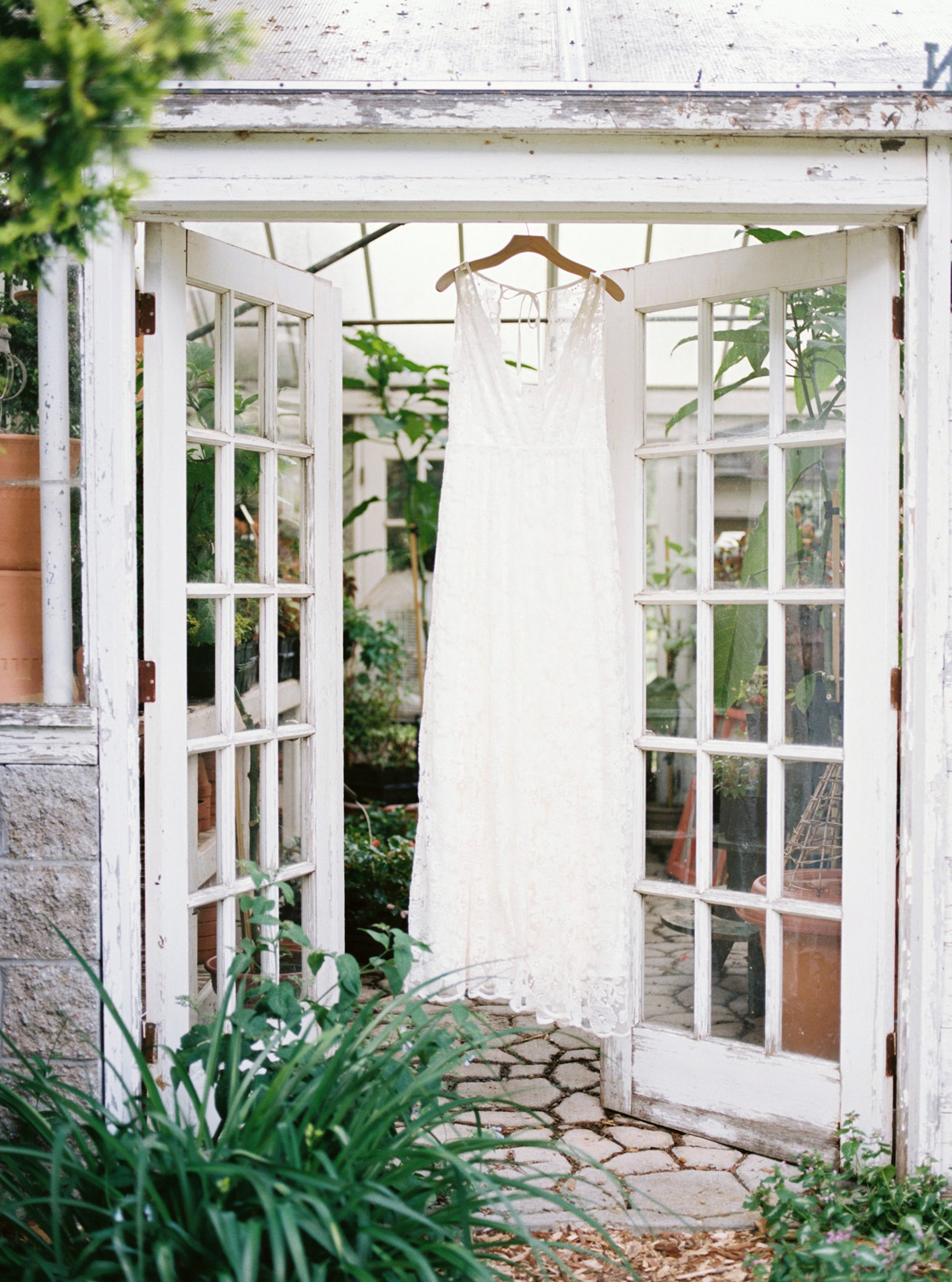 greenhouse-wedding-inspiration-by-laurelyn-savannah-photography-80.jpg