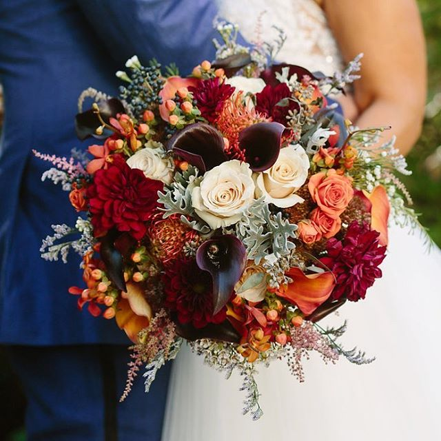 The perfect fall bouquet does exist! 🍁🍂🌾 Photography: @leoandjenny  Floral: @impressionsbyestherflemming