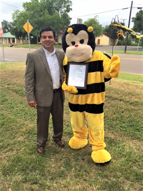 Bee City USA- Former Mayor David Carabajal & Bernie the Bee. City of Beeville passed Resolution in 2016 announcing Beeville as the first city in Texas as a Bee City USA designee.  Click here to view Resolution No. 2016-05.