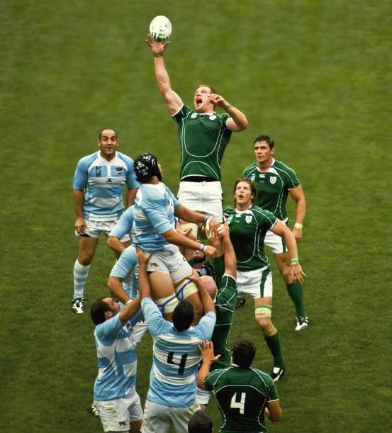 Ireland and Argentina going at it in the line-out.