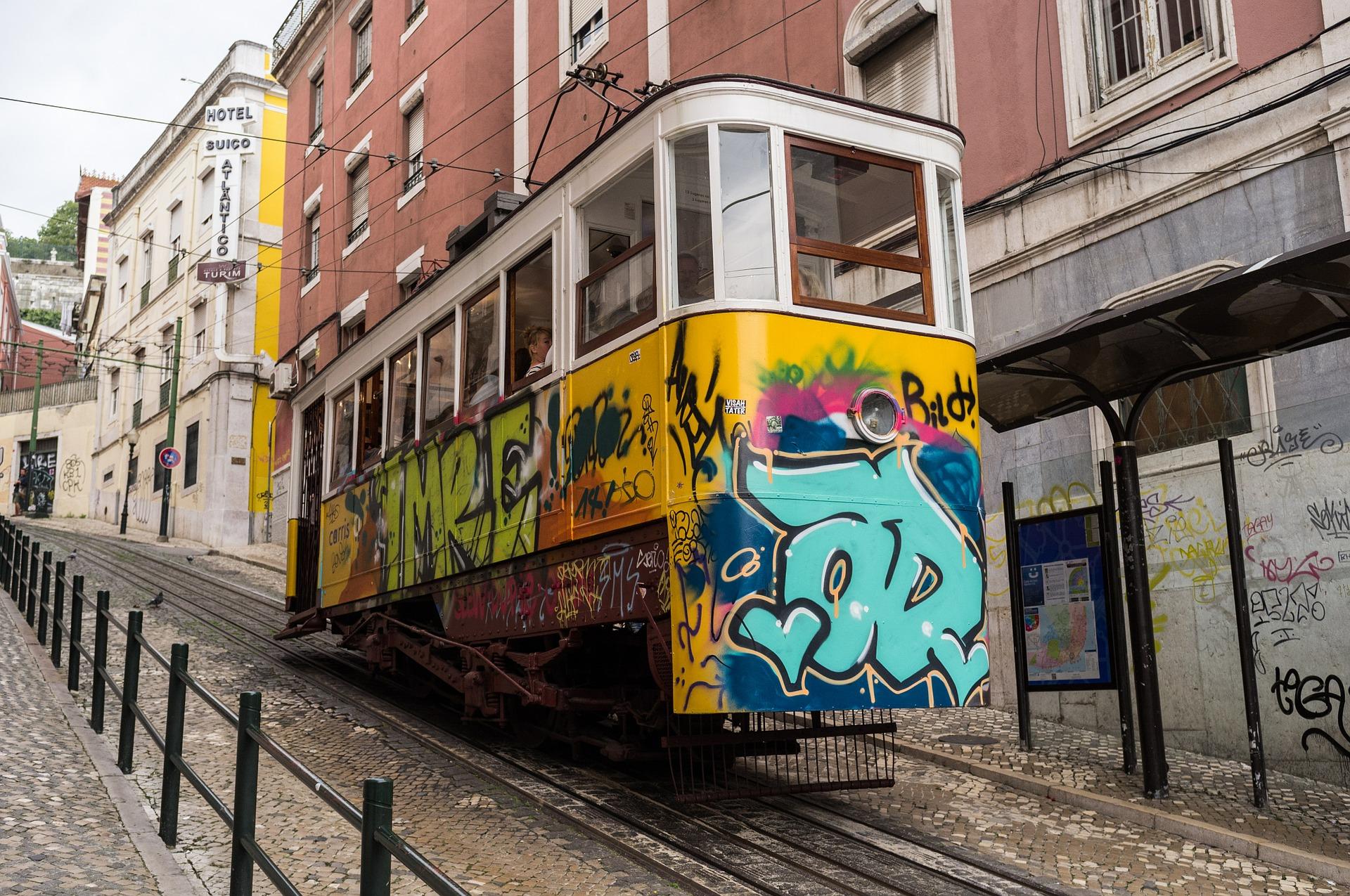 tram-583397_1920.jpg