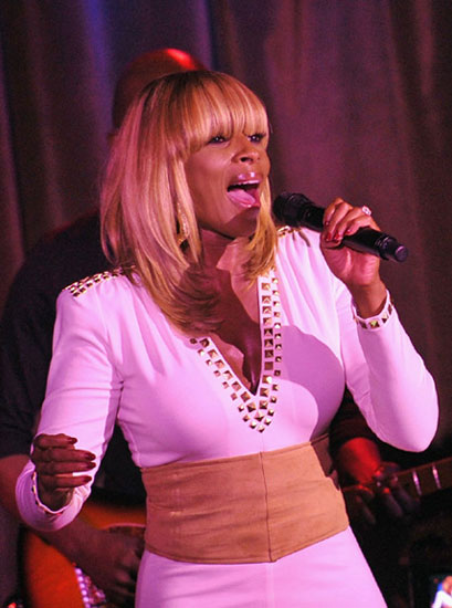 Mary-J-Blige2011PaperMagazineNightlifeAwards9-27-114.jpg