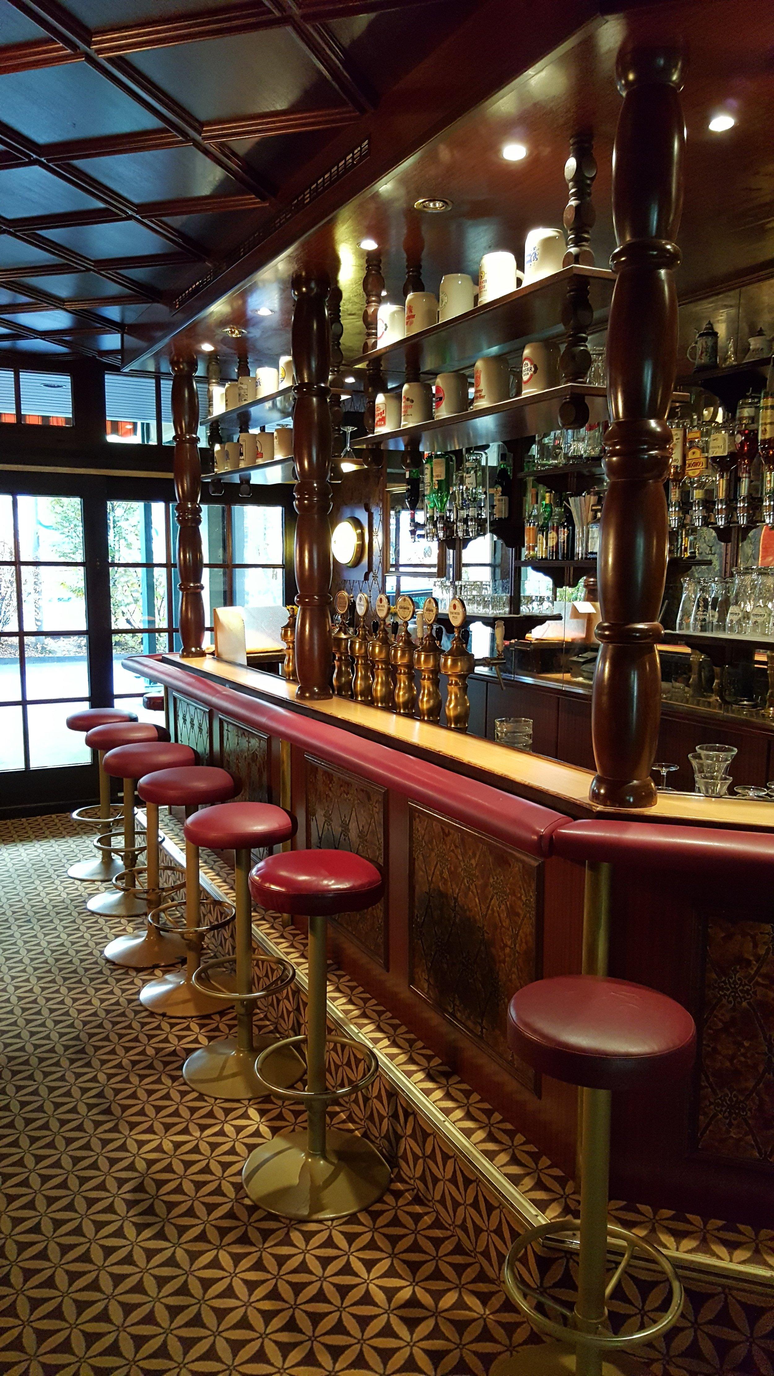 SJA RR Wallys Pub 01.jpg