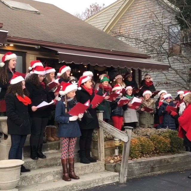 Ho Ho Ho Stop by today to kick off the Holiday season .. at 3:00 pm the Bay View Choir will be singing on our front steps🎄🎄🎄 #daisydigins #giftsforall #comevisit #freegiftwrapping #barringtonri