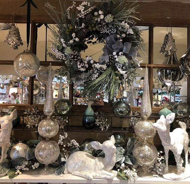 Winter whites could be yours... 🎄🎄🎄 #daisydigins #homedecor #winterwonderland #giftsforall #comevisit #freegiftwrapping #barringtonri #sparkle