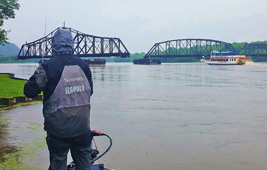 Current breaks held numbers of fish along the main river channel.