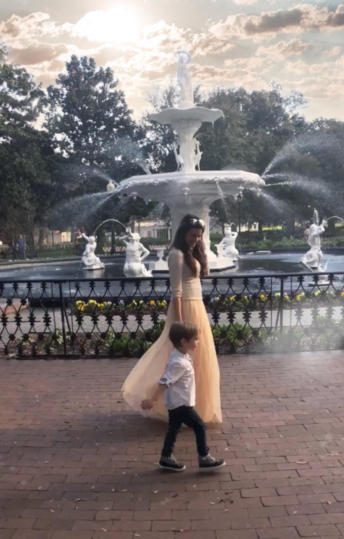 Brenna and Rhett at Forsyth Park in Savannah, Georgia