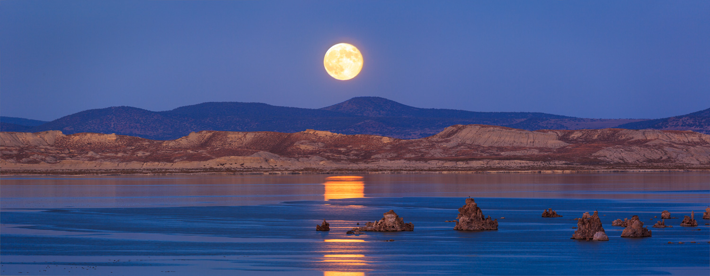 Full Moon Over Mono master_1500px.jpg