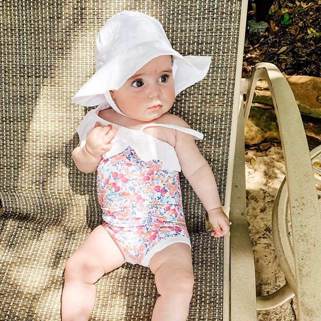 Baby's first pool day! 🏊♀️ 👶🏻 ❤️