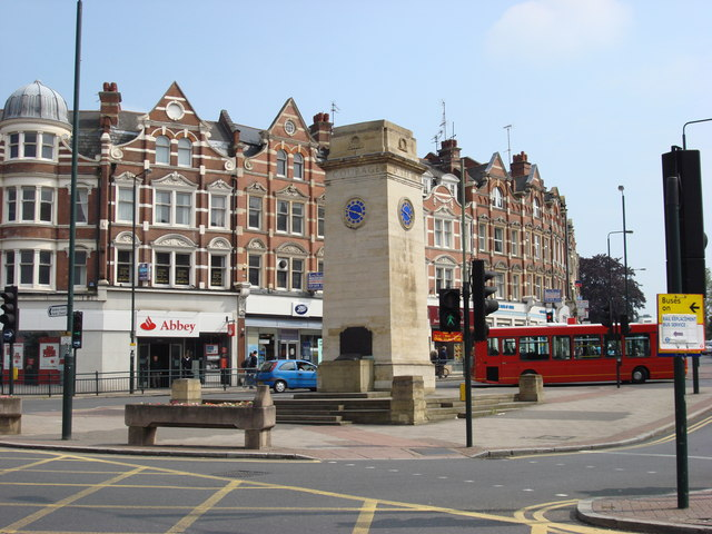 Golders_Green_clock_tower_in_2007.jpg