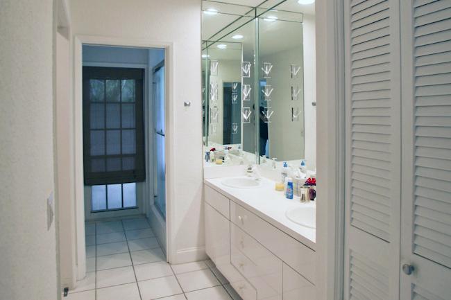 MidCenturyModern-Bathroom-Before.jpg