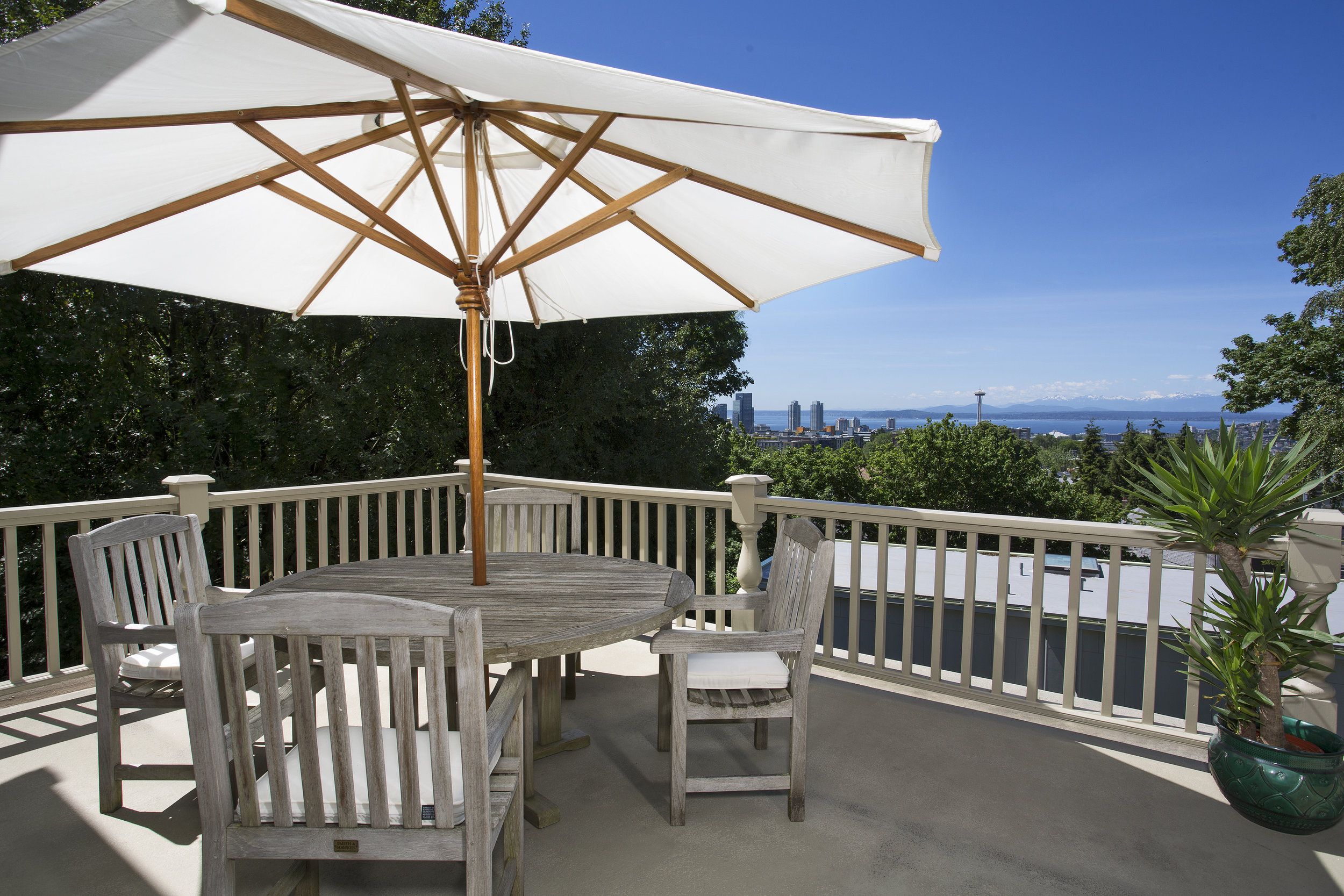 INCREDIBLE VIEW DECK