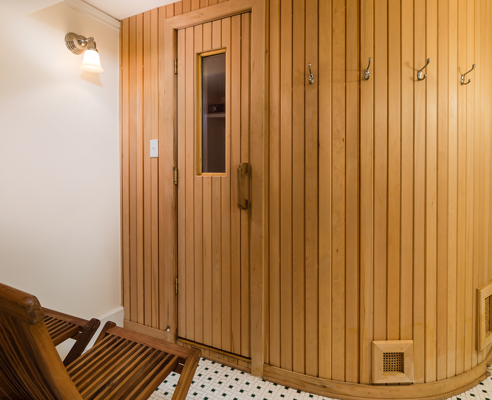 Sauna-1-med.jpg