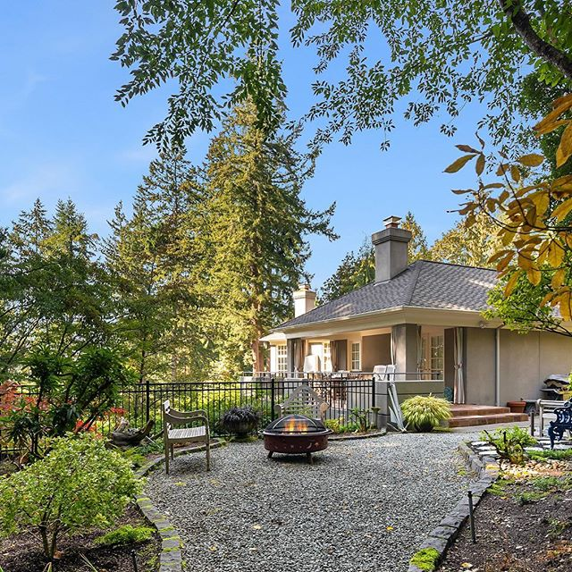 This residence in the Highlands exudes privacy and luxury!  It was custom built in 1991 and designed by Anderson Olason Marsh Elster. Situated on a 1.67-acre lot with woodland surroundings! 🌿  14 Olympic Drive NW Offered at $2,895,000