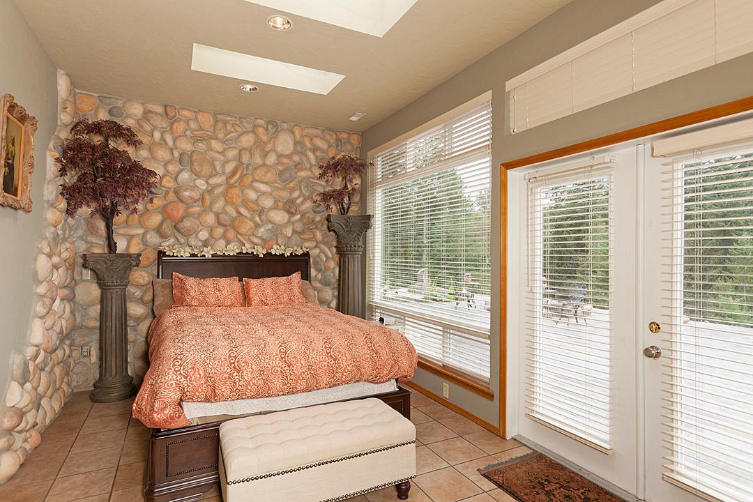 18 guest bedroom 1-1.jpg