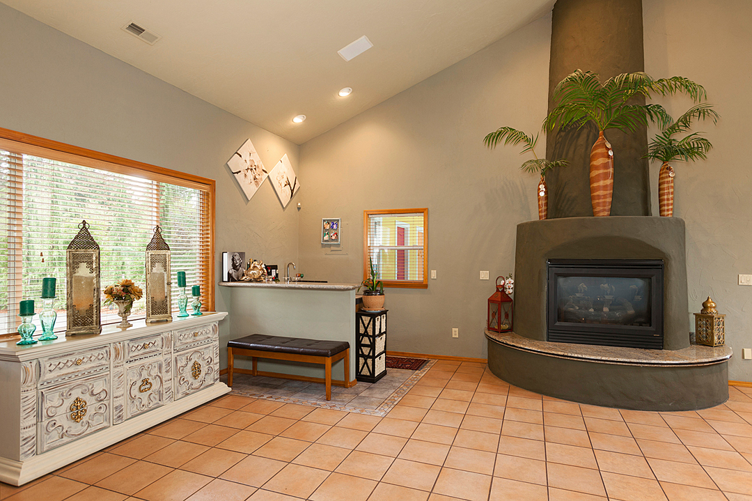25 guest living room 1-2.jpg