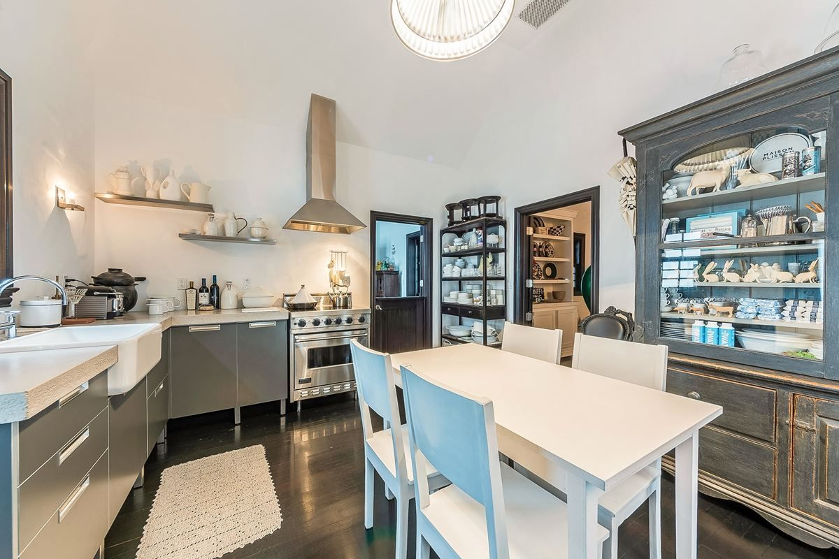 6704 Le Jeune Kitchen.jpg