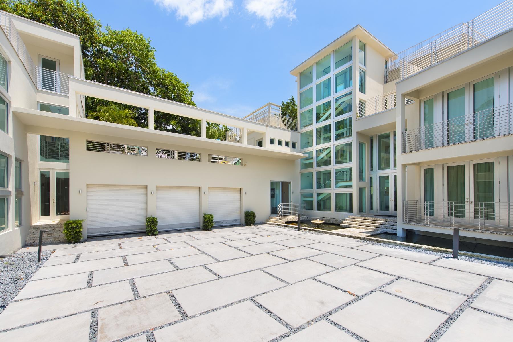 picture-uh=f1726f15e87e88f399bc8e19e8e46b2-ps=b0d937196c852e68a1bff669ad6f3cb-94-Lagorce-Cir-Miami-Beach-FL-33141.jpg