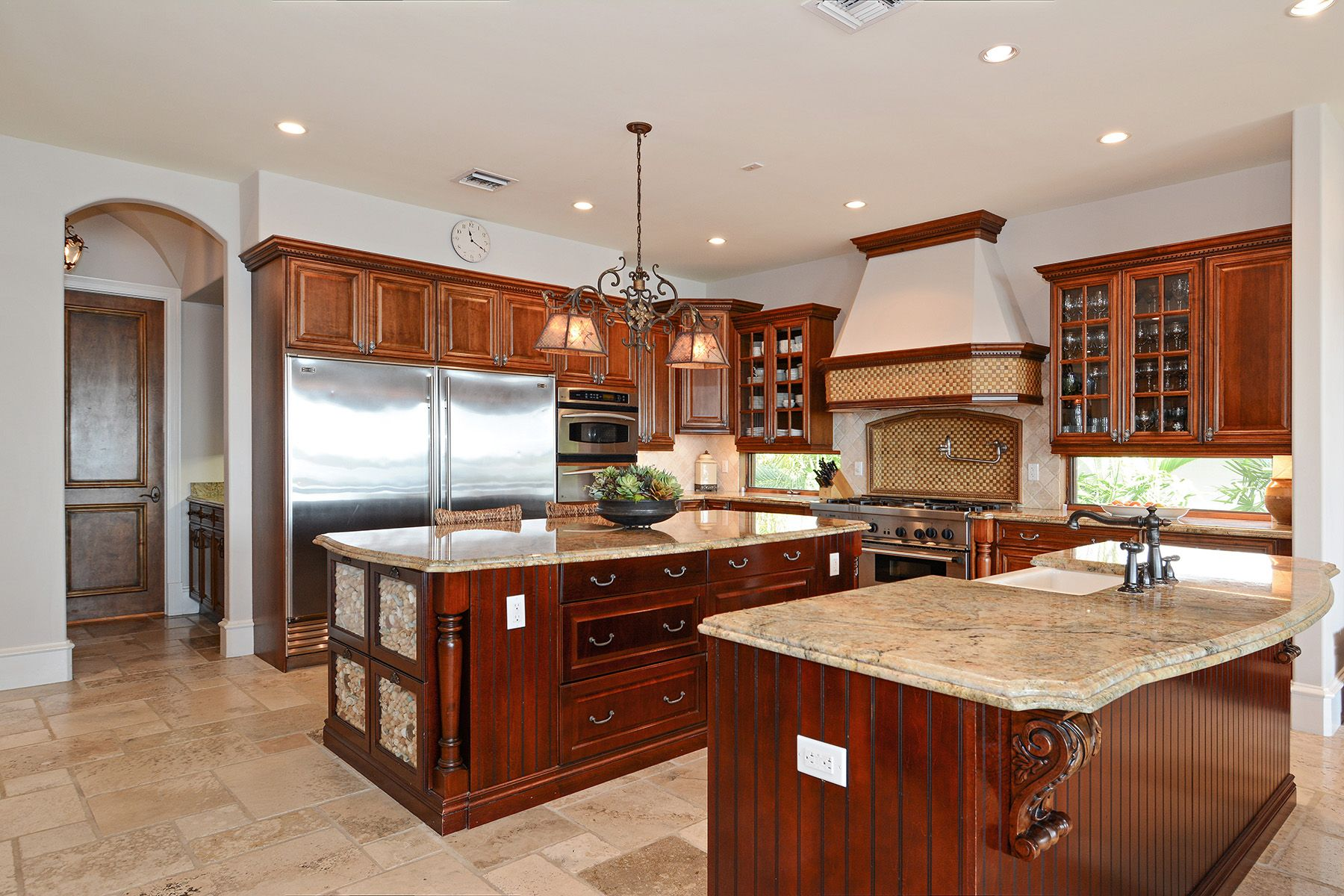 03_7321BelleMeadeIslandDrive_5_Kitchen_HiRes.jpg